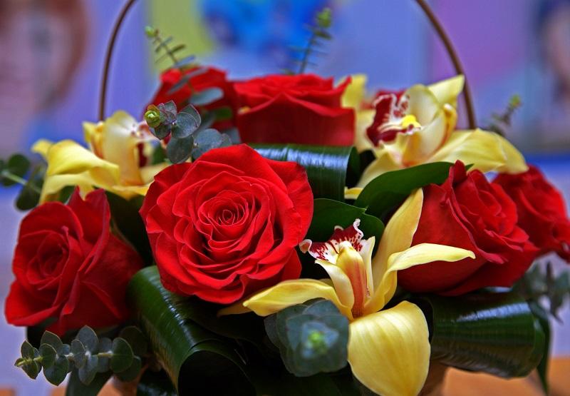 3 situatii in care un serviciu de livrare flori online Bucuresti te scoate din incurcatura