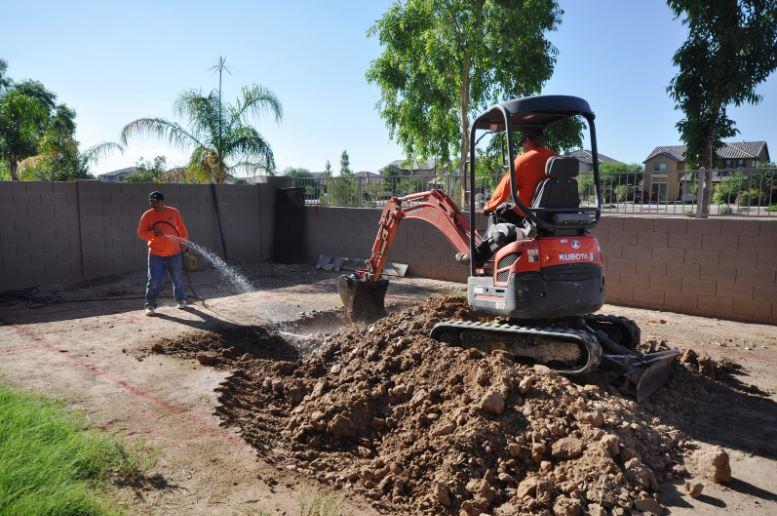 5 întrebări pe care să vi le puneți înainte de a închiria un excavator