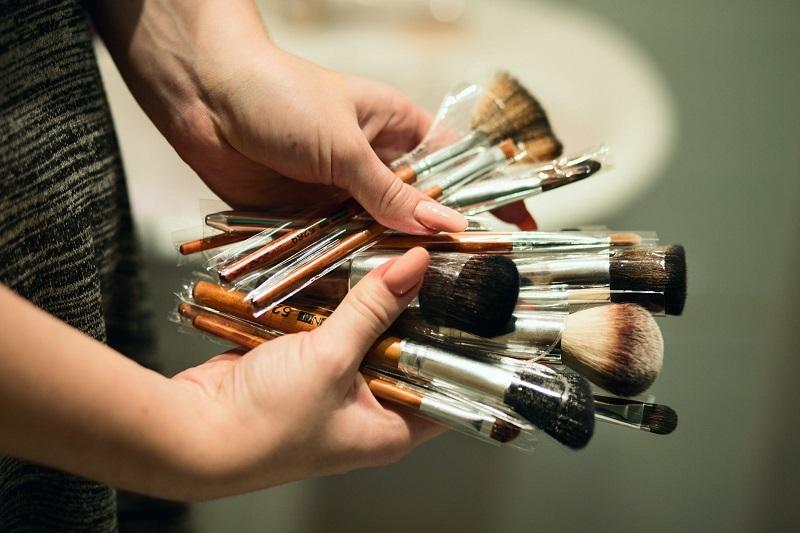 De cate pensule de machiaj are nevoie o femeie? Numarul poate fi nelimitat, dar te poti rezuma doar la trei!
